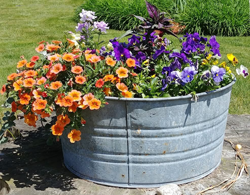 Galvanized round wash tub planter
