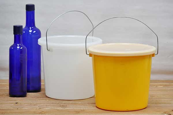 5 Quart Plastic Bucket