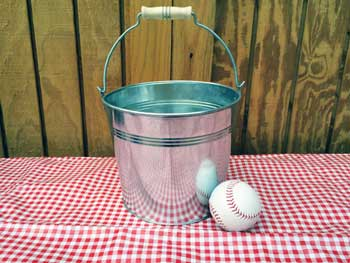 5 Quart Wooden Handle Galvanized Metal Bucket
