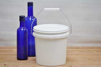 1 Gallon Plastic Bucket With Lid