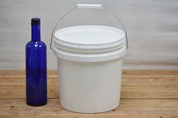2 Gallon Plastic Bucket With Lid