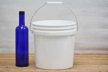 2 Gallon Plastic Bucket