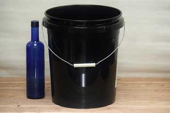 Black 5 Gallon Bucket