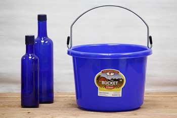 Blue 2 Gallon Feed Bucket