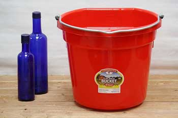 Red 20 Qt Horse Feed Bucket